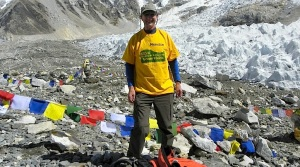 Picture of Menston Action Group supporter wearing his MAG campaigning T-shirt on the way up to Mt Everest